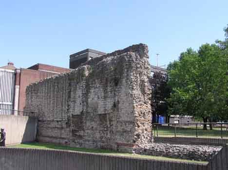 римская стена Лондон
