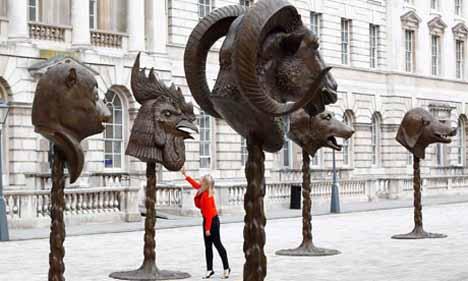 скульптуры украшающие двор Сомерсет Хауза