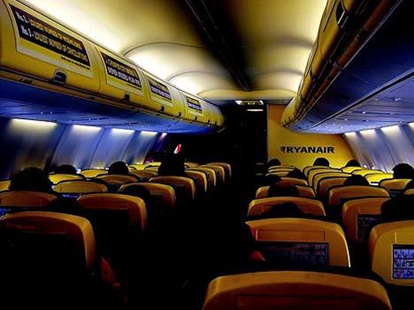 салон типового самолета ryanair