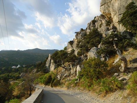 Дорога Симеиз - Кацивели на уастке у самого основания горы Кошка