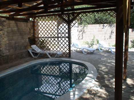 жилье в крыму с бассейном
