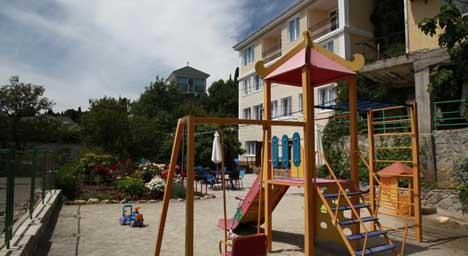 гостевые дома в алупке с детской площадкой