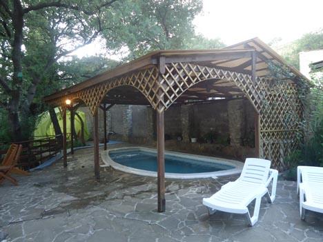 частные дома с бассейном алупка